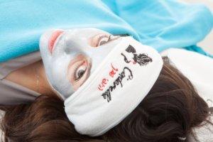 מה ההבדל בין טיפולי פנים להזרקות?